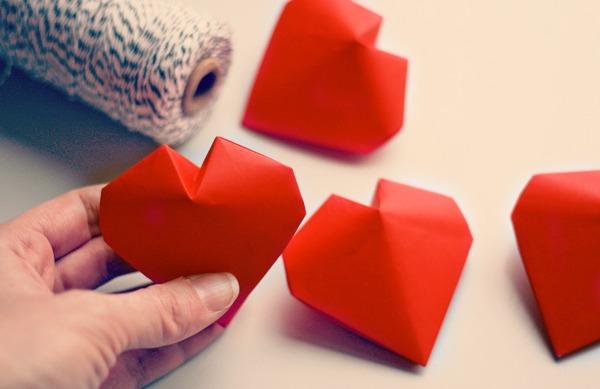 Origami: Tutorial de cómo hacer Corazones 3D de papel} | Schöne Frau